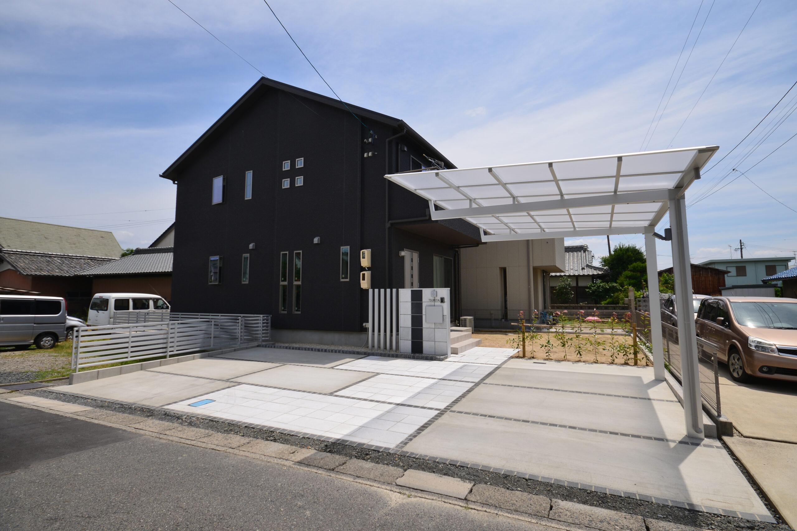 自然石をふんだんに活用し、白黒でまとめたシンプルモダンな外構(稲沢市T様邸)