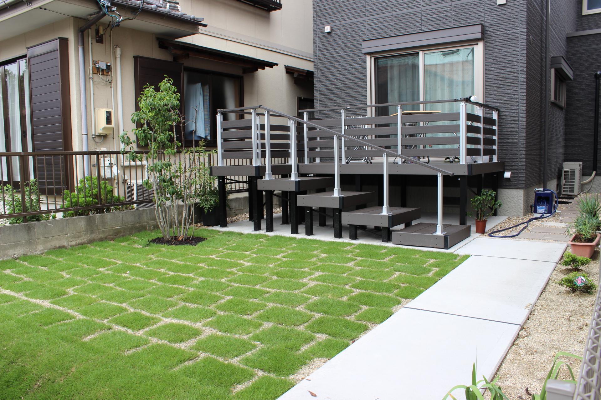 ウッドデッキの存在が際立つシンプルな洗練された新築外構(名古屋市中川区N様邸)